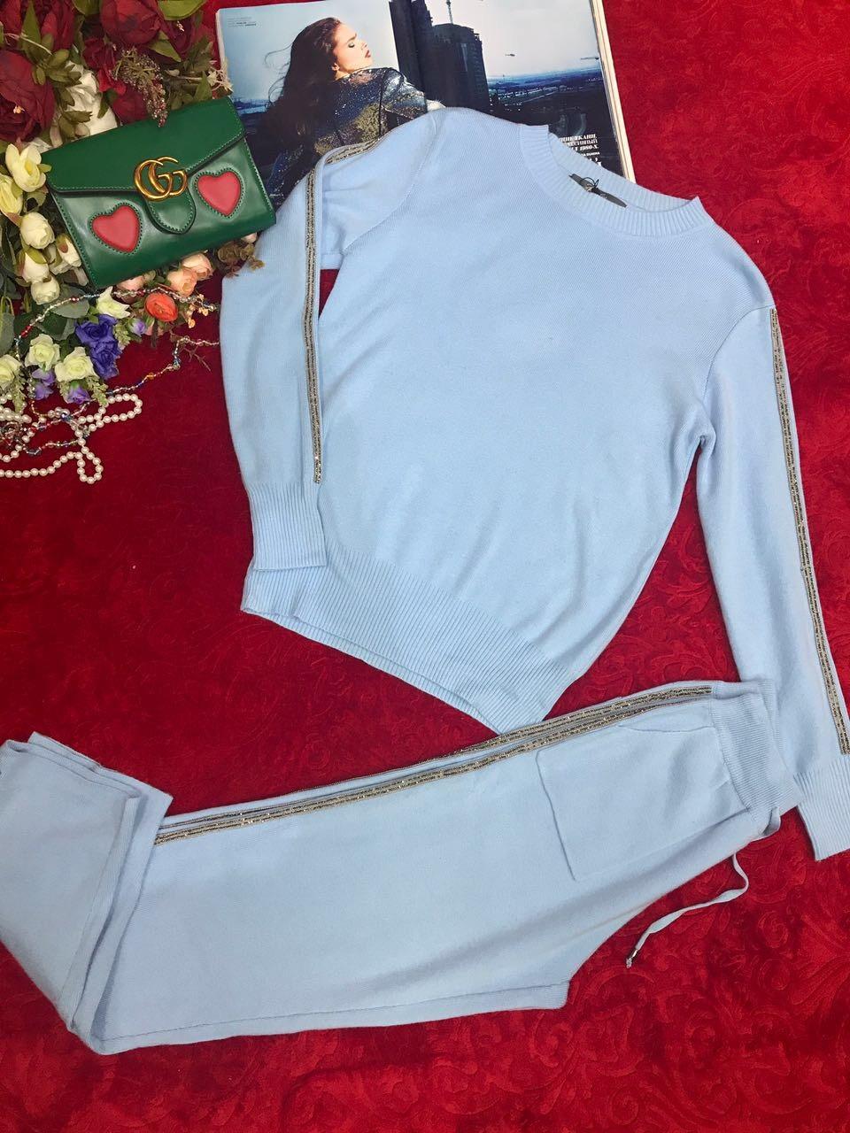 Спортивный костюм с серебряными вставками