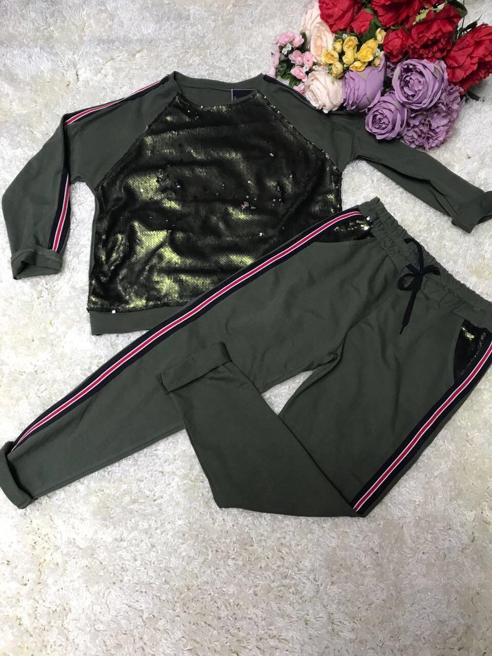 Женский спортивный костюм с пайетками