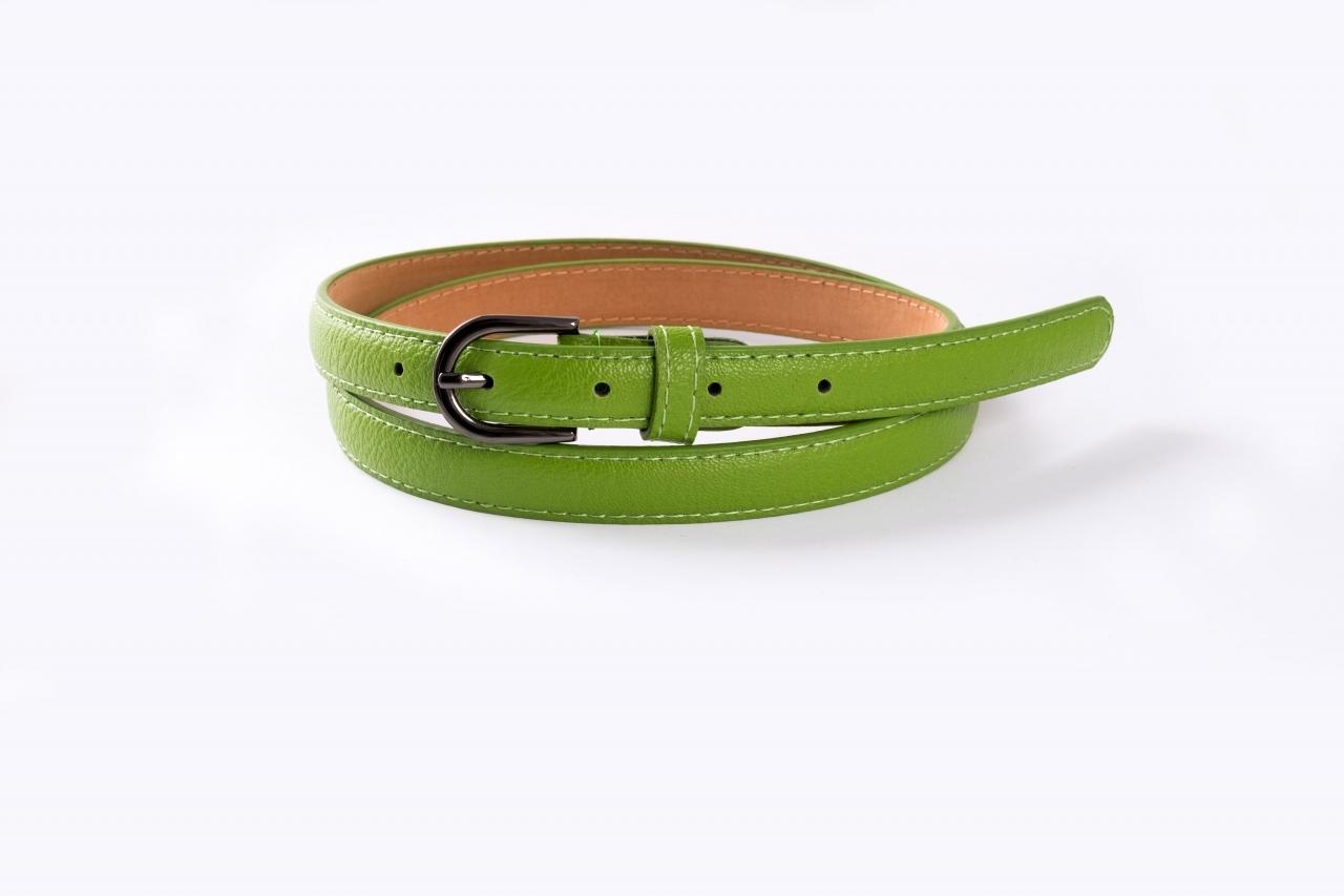 Ремень зеленого цвета с гладкой пряжкой