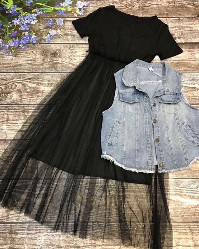 Стильное платье с джинсовой жилеткой