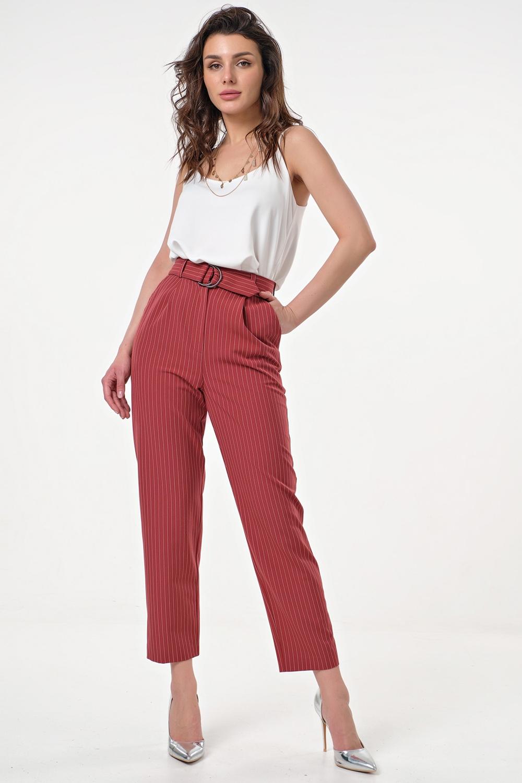 Прямые брюки с карманами на притачном поясе