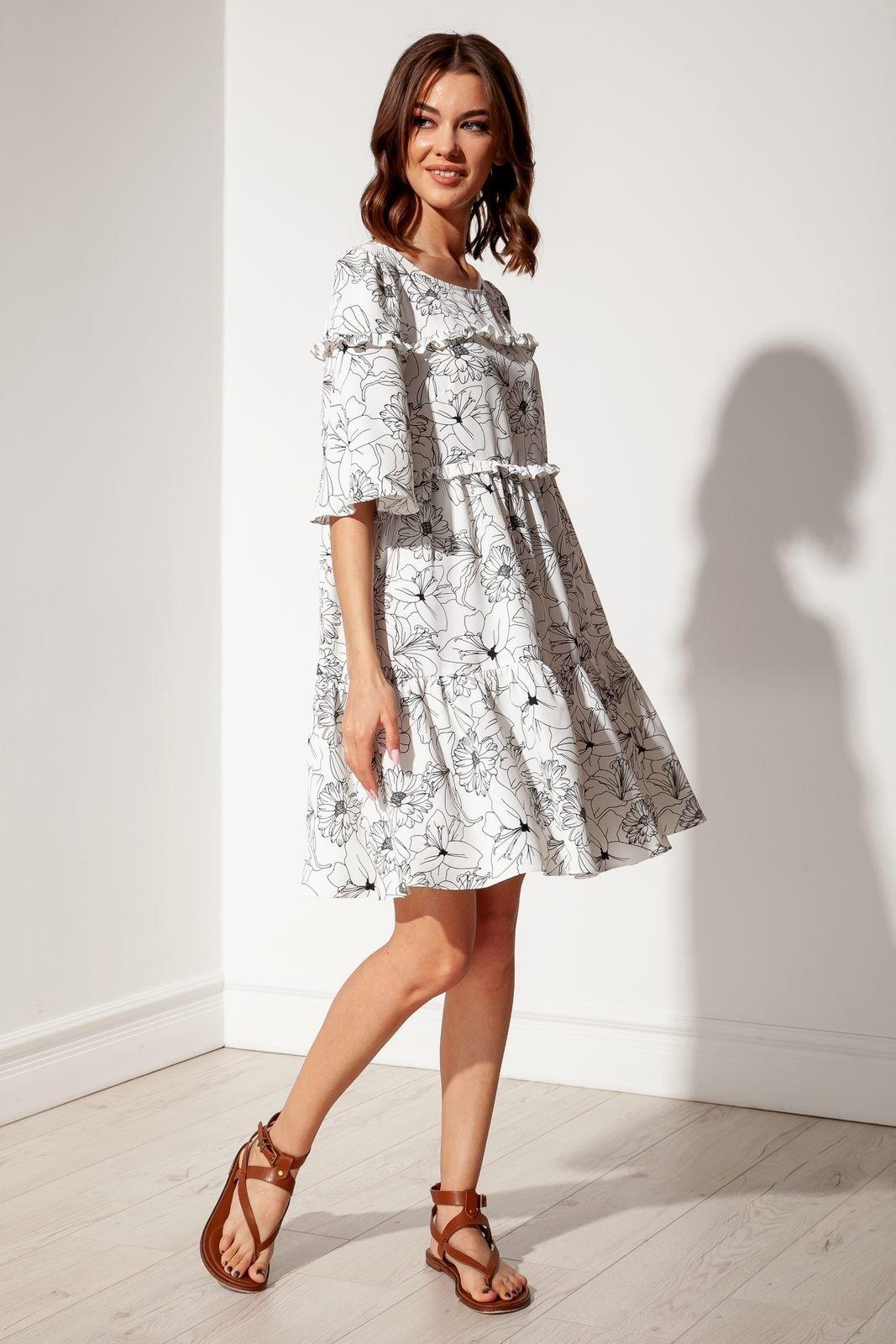 Платье свободного покроя  из 4-ёх ярусов с рюшами и широким рукавом средней длины