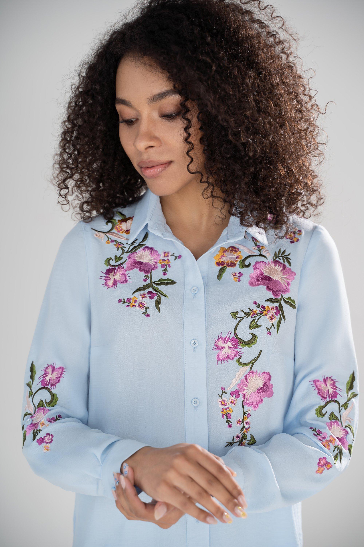 Восхитительная блузка с длинным рукавом и яркой вышивкой